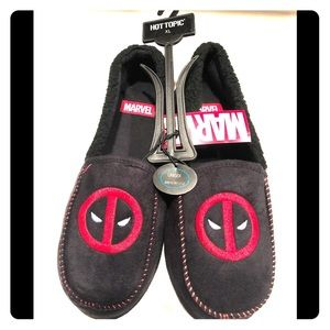 NWT Deadpool slippers from hot topic unisex xl
